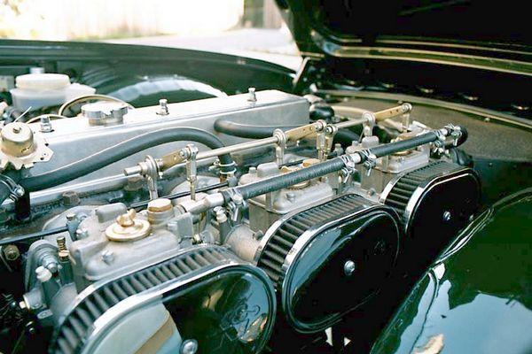 Moteur Triumph TR6 préparé