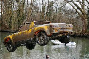 Porsche 914 sort de la riviere
